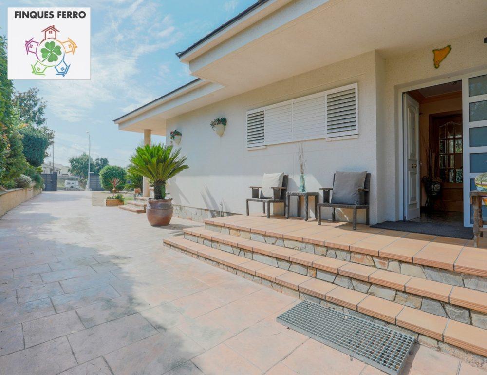 03-casaventasantantoni4-lliçadevall-porta-entrada-casa_1300x1000